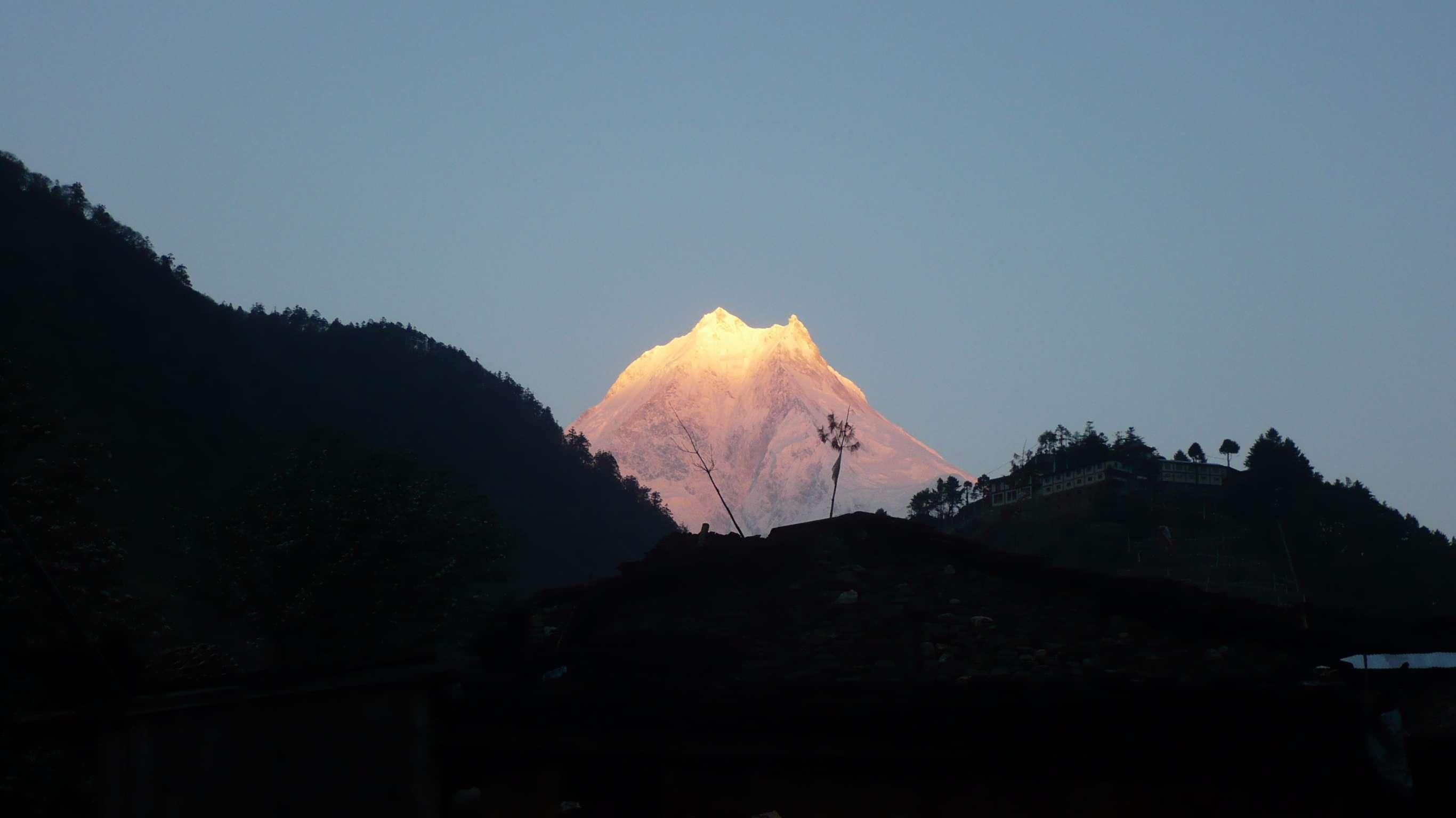 18-Day Manaslu Circuit Trek - Nepal Itinerary